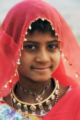 0930 Red Scarf Girl III (Hrvoje Simich - gaZZda) Tags: people female girl children scarf face red indian india asia travel nikon nikond750 nikkor283003556 gazzda hrvojesimich