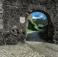 Burgruine Elsterberg - Ruined castle magpie's mountain. (Karabelso) Tags: ruine burg elsterberg torbogen himmel wolken