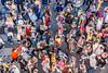 114-Déambulation de la foule (Alain COSTE) Tags: bordeaux carnaval coursvictorhugo déguisement enfants parkingvictorhugo pointdevue procession spectateur confetti défilé foule hauteur passagepiéton podium rue gironde france fr