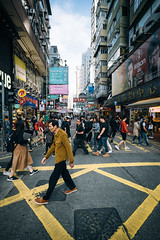 Errands V (Robert Anders) Tags: 2019 asia asien ccby canoneos6d china creativecommons crossing eos6d hongkong menschen mongkok people strase street zeissdistagont3518ze 旺角 香港 shamshuipopark hk
