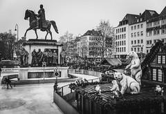 Köln - Winter market (j2psphoto) Tags: koln deutschland allemagne canon 5d mark iv markiv 2470 photography architecture ville town city black white bw noir blanc nb köln cologne