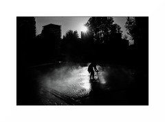 Paris (Punkrocker*) Tags: nikon fm2n nikkor 28mm 2828 ais film jch streetpan 400 nb bwfp monochrome street city people paris france