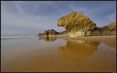 Praia De Galé #2 (LilFr38) Tags: lilfr38 fujifilmxpro2 fujifilmfujinonxf1024mmf4rlmois algarve portugal praiadegalé beach ocean sand wave cliff rock plage océan sable vague rocher falaise