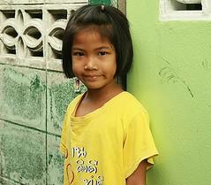 pretty girl (the foreign photographer - ฝรั่งถ่) Tags: pretty girl street khlong thanon portraits bangkhen bangkok thailand canon