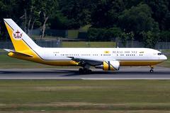 Brunei Government | Boeing 767-200ER | V8-MHB | Singapore Changi (Dennis HKG) Tags: brunei royalbrunei rba bi aircraft airplane airport plane planespotting canon 7d 100400 singapore changi wsss sin boeing 767 767200 boeing767 boeing767200 767200er boeing767200er v8mhb
