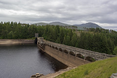 Laggan Dam, Scotland #1 [1540] (my.travels) Tags: scotland laggan spean river reservoir highlands greatbritain unitedkingdom samsung nx2000 building scenery landscape travel roughburn gb
