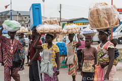 Bread vendors (10b travelling / Carsten ten Brink) Tags: 10btravelling 2017 accra africa african afrika afrique carstentenbrink elmina ghana ghanaian goldcoast gulfofguinea iptcbasic places westafrica bread cake coast food shore streetvendor tenbrink vendor women