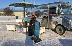 Yeti Dogs (tpeters2600) Tags: alaska anchorage foodcart iphone8 misc yetidogs