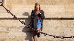 Chained (Ramireziblog) Tags: street girl mobile chained geketend meisje vrouw woman wall muur sevilla spain spanje zon sun