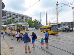Dresden - Canaletto Stadtfest, alte und neue Straßenbahn (www.nbfotos.de) Tags: dresden canaletto stadtfest postplatz strasenbahn tram