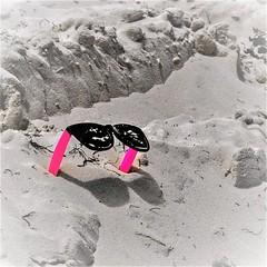 'Shades' (Pedro1742) Tags: twins sand pink shades