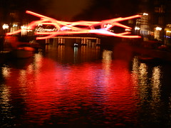 Cold, windy & raining in Amsterdam (JoséDay) Tags: lightfestival amsterdam 2019 coolpixp500 nightlightcolour reflection canal gracht herengracht wandelroute lichtfestival2019 regenenwind p500 rood red rouge water spiegeling nachtkleurwater