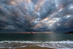 まだら模様の空ーStain-dyed sky (kurumaebi) Tags: yamaguchi 秋穂 山口市 nikon d750 nature landscape 雲 cloud sky 空 dusk sunset 夕焼け 海 sea wave 波 beach 薄明光線