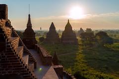 Lever du soleil de Bulethi temple (Seb & Jen) Tags: bagan myanmar burma birmanie mandalayregion myanmarbirmanie oldbagan nyaungu royaumedepagan temple pagoda pagode bulethi sunrise lever soleil