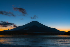 薄氷はる夕暮れ  Thin ice on the lake (yamanaito) Tags: fuji fujisan fujiyama mtfuji lake yamanakako sunset evening twilight yamanashi japan ice