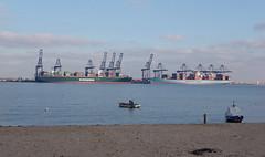 IMGP6976 (mattbuck4950) Tags: england unitedkingdom europe water boats rivers northsea january cranes essex harwich camerapentaxk70 lenssigma18300mm 2019 riverstoursuffolk felixstowe portoffelixstowe gbr