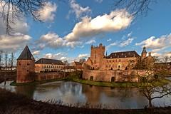 Huis Bergh in s´Heerenberg/NL (gabrieleskwar) Tags: kastell wasserschloss niederland s´heerenberg bäume himmel wasser wolken mauern architektur formen fenster farben brücke