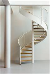 Spiral Staircase | Herning, Denmark (Flemming J. Gade) Tags: stairs spiralstaircase white carlhenningpedersenelsealfeldtmuseum herning architecture modernarchitecture