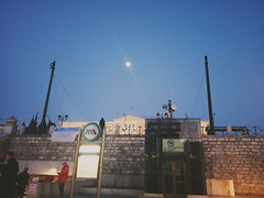 Στην Πλατεία Συντάγματος, In Syntagma Square, Syntagma Meydanı'nda (sentatopoulos) Tags: αθήνα πλατεία σύνταγμα φεγγάρι ελληνική βουλή μετρό συντάγματοσ λεωφόροσ αμαλίασ όθωνοσ κεντρο ελλάδα ελλάσ atina meydan syntagma dolunay yunan meclis metro amalias othonos cadde merkez yunanistan athens square sintagma moon greek parliament parlamento amalia otto avenue center greece hellas hellenic աթէնք սիմտակմա հրապարակ հունաստան հունական