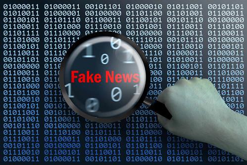 Fake_News-unter-der-Lupe by Christoph Scholz, on Flickr