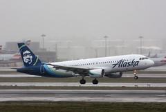 N837VA Airbus A320-214 Alaska Airlines (corkspotter / Paul Daly) Tags: n837va airbus a320214 a320 4558 l2j crbf ab7437 vrd vx virgin america 2011 daubt 20110122 klax lax alaska airlines