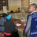 Temoins, observateurs , journalistes assis près d'un centre dans un bureau de vote de la CENI à Bukavu