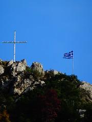 Δημητσανα DSC07376 (omirou56) Tags: 43ratio ουρανοσ σταυροσ σημαια λοφοσ βουνο ελλαδα δημητσανα πελοποννησοσ sonydschx60v peloponnisos peloponisos peloponnese greece sky cross flag mountain hill zoom