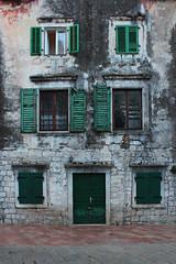 Kotor, Montenegro (russ david) Tags: kotor montenegró montenegro cattaro котор gulf of bay boka kotorska adriatic sea unescos world heritage site unesco architecture travel november 2018 window shutters door