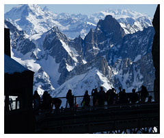 Aux premières loges (Valy'mages) Tags: bleu aiguilledumidi paysage silhouette hiver winter mountains alpes hautesavoie