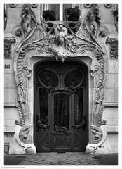 Art Nouveau / 29 Avenue Rapp, Paris, France (Andrew James Howe) Tags: paris art neu artnouveau mono blackandwhite 29avenuerapp