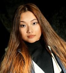 Tenzin (e³°°°) Tags: tenzin girl gorgeous lady meisje mademoiselle mädchen model woman femme female fille tibet portrait portraiture portret posing pose retrato rittrati belgium ghent stunning park garden hair haar tibetaansbelgisch