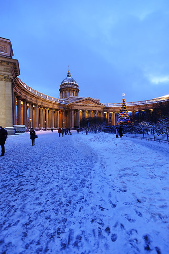 Christmas. The path to the Kazan Cathedral.
