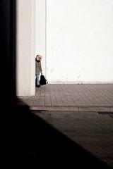 Surprise! (Guido Klumpe) Tags: minimalminimalismminimalistischsimplereduced women lady beauty contrast gegenlicht shadow schatten silhouette gebäude architecture architektur building perspektive perspective candid streetphotographer streetphotography strasenfotografie strase hanover germany deutschland city stadt drausen eineperson farbe frau gesicht hannover kontrast kunstlicht minimal street