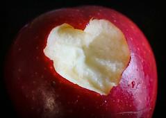 Looking close...on Friday - Apples (Körnchen59) Tags: lookingcloseonfriday apples apfel herz obst körnchen59 elke körner sony 6000