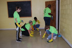 DSC_4517 (Newport News Choice) Tags: serve the city 2019 cni volunteers community service youth children teens scrubbing gloves cleaning floors