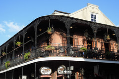 New Orleans - The Cornet Balcony (Drriss & Marrionn) Tags: neworleans louisiana neworleanscitytrip streetviews street city citytrip cityscape outdoor architecture mardigras balcony balconies people pub bar