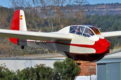 Club de Vol a Vela d'Igualada-Odena. LEIG. (Josep Ollé) Tags: begfalke oldtimer velero planeador glider clásico biplaza airfield pilotos