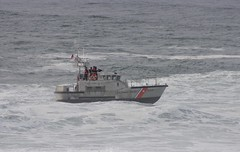 USCG Training (Camden S. Bruner) Tags: uscg us unitedstates coastguard or oregon depoebay depoebaystatewayside depoebaywhalewatchingcenter statepark wave training surf swell large big lincolncounty holeinthewall station yaquinabay