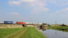 Going to the docks (Duck 1966) Tags: class66 freightliner diesel locomotive containers beggarsbridge rivernene water fenland