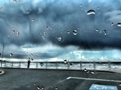 Porque estoy segura de ello... siempre vuelve a salir el sol (coralpin) Tags: gotas landscape blue weather cloud skylover skyline rainy rain lluvia tormenta storm cielo sky spain asturias salinas