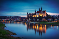 Albrechtsburg in the blue hour (mad_airbrush) Tags: 5d 5dmarkiii 2470mm 2470mmf28lusm 2470mmf28l germany deutschland meissen albrechtsburg elbe river fluss saxony sachsen landscape langzeitbelichtung landschaft longexposure hdr hdri timeblending blauestunde bluehour evening abend abendsonne sonnenuntergang sunset canon castle castlespalacesmanorhousesstatelyhomescottages filter nd ndfilter haida haidafilters
