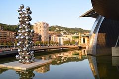 Museo Guggenheim (Bilbao, País Vasco, España, 27-9-2018) (Juanje Orío) Tags: 2018 bilbao vizcaya provinciadevizcaya paísvasco euskadi españa espagne espanha espanya spain europa europe europeanunion unióneuropea museo museum escultura sculpture reflejo reflection agua water guggenheim