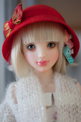 Olive and the red cloche hat (Salerosa) Tags: youpla youpladolls bjd doll olive