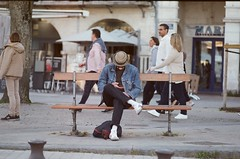 Banc (Dar-T) Tags: kodakultra400 streetphotography film filmphotography filmisnotdead 35mm street kodak heygrain france grainisgood analog goldmoony filmphotographic noicemag keepfilmalive fuji stx1n 135mm banc