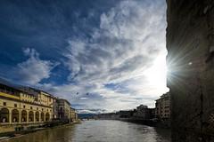 Old Bridge view (Arunte) Tags: arunte marcofrancini firenze pontevecchio fiume arno corridoiovasariano galleriadegliuffizi cielo sole nuvole controluce uccelli gabbiani toscana italia