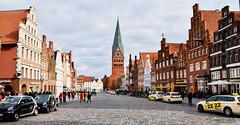 Lüneburger Impressionen (r.wacknitz) Tags: lüneburg niedersachsen lowersaxony backstein architektur architecture altstadt city contrast historic märz nikond3400 tamron18200