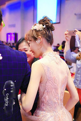 歡樂的二次進場超開心還是有拍到超美的敬酒🍻造型❤️ 當天超快速的可愛日系花苞頭依然甜甜又仙仙的💕 當天全部都是新娘自己到的肩膀的短髮真髮做造型的❤️還聽到賓客以為是有加假髮😂  更多精彩新娘造型陸續登場❤️  王心齡 #屏東新娘秘書Cindy #新秘心齡 #新秘造型 #新娘造型 #婚禮造型攝影:林佳鶴 (Cindy-ling stylist) Tags: 屏東新娘秘書cindy 新秘心齡 新秘造型 新娘造型 婚禮造型攝影