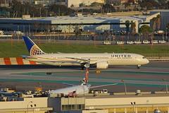B787 N26960 Los Angeles 21.03.19 (jonf45 - 5 million views -Thank you) Tags: airliner civil aircraft jet plane flight aviation lax los angeles international airport klax united airlines boeing 7879 n26960 b787 787 b789 789