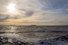 Westerschelde bij Waarde (Omroep Zeeland) Tags: westerschelde waarde scheepvaart golven wolkenlucht
