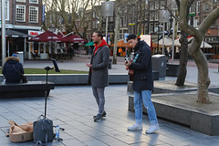 Rembrandtplein - Amsterdam (Netherlands) (Meteorry) Tags: europe nederland netherlands holland paysbas noordholland amsterdam amsterdampeople candid streetscene people centrum centre center rembrandtplein music musicians boys guys male hommes guitar cap sneakers baskets trainers skets nike nikeairforce thorbeckeplein ambiance february 2019 meteorry